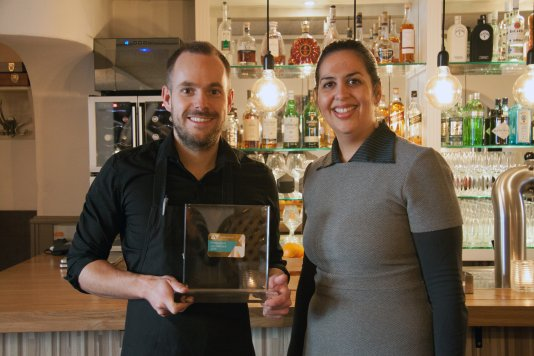 170109-vvvnederland-nieuws-restaurant-parels-in-haarlme-ontvangt-gouden-vvv-dinercheque